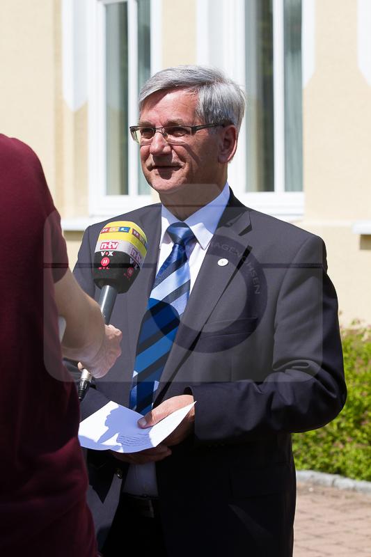 Bürgermeister Prokopp im Gespräch mit einem Fernsehsender