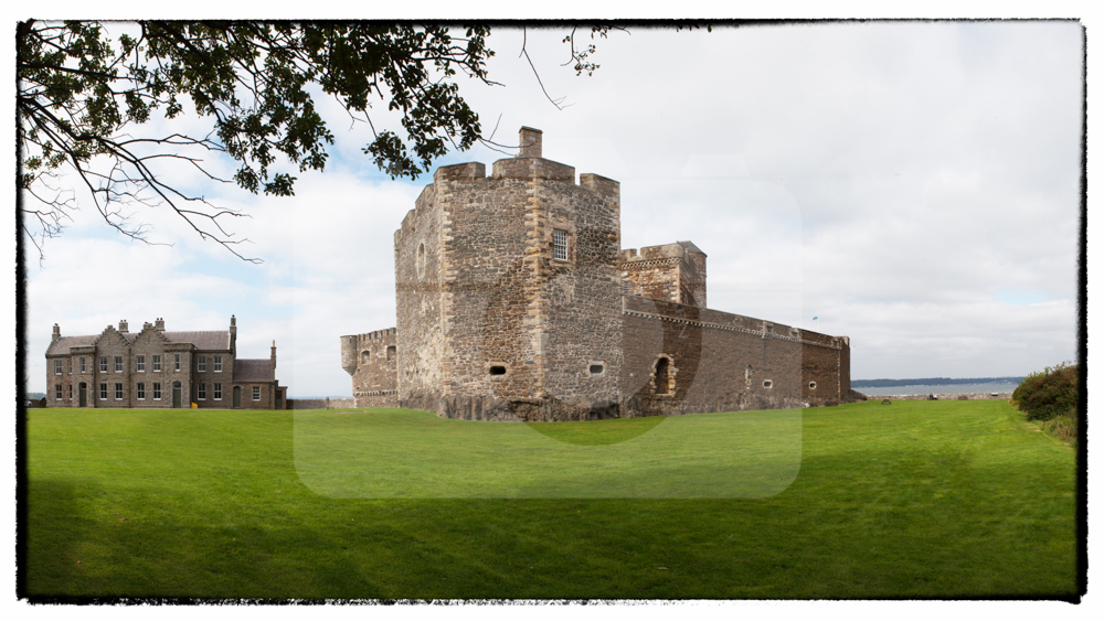 2015_09_09_Blackness_Castle-000000-framed