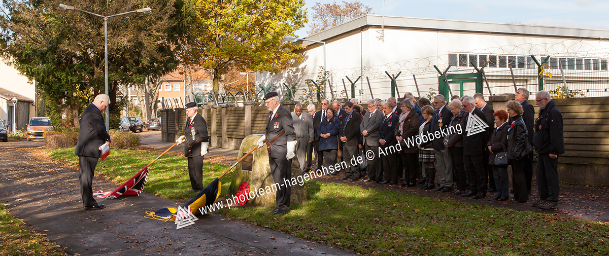 Members of the ROYAL BRITISH LEGION HAMELN BRANCH during the Remembrance Service 2016