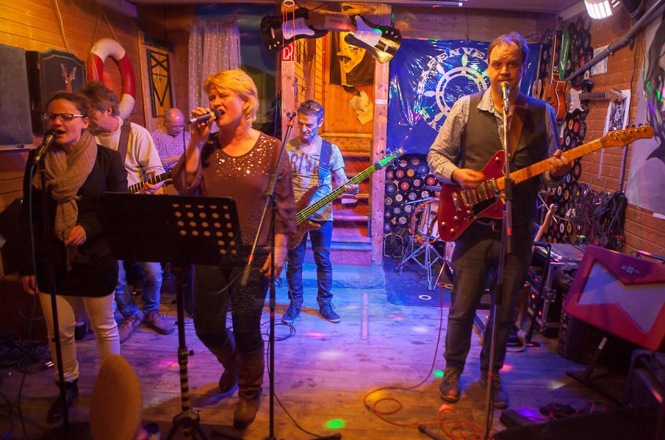 Benefiz Konzert für den Hafenverein Hameln e.V. – Konnected auf der TASK