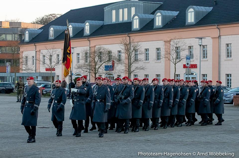 Die Ehrenformation beim Einbringen der Truppenfahne