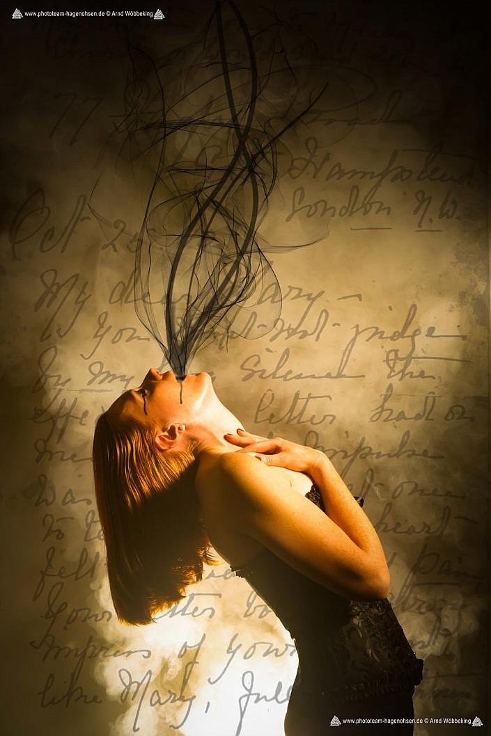 """""""LETTER FROM THE SOUL"""" . """"Spürst du die Kraft, die dich immer wieder nahe den Abgrund drängt?"""" Oft von Gedanken in die Knie gezwungen; Das Gedanken-Karussell nie endend; Die Seele weint - der Körper streikt. Eine Warnung des eigenen Körpers endlich den Ausweg zu finden. Und dann: In dunklen Zeiten, die richtigen Entscheidungen für sich zu treffen und somit eine Kettenreaktion in positivem Sinne auszulösen, schafft es, dass die dunklen Mächte sich lösen und einen wieder zu Atem kommen lassen. Eine Befreiung aus der Finsternis..."""